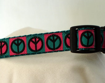 Peace Signs Collar - Medium Dog Collar - 3/4 Inch Wide - Adjustable 11-17 Inches - Dog Collar - Hippie Chic - READY TO SHIP