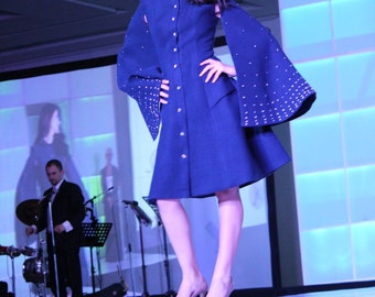 Womens fitted blue coat with pockets