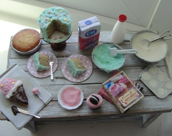 Dollhouse miniature baking Green frosted party cake and making  cupcakes and ice cream cone cake