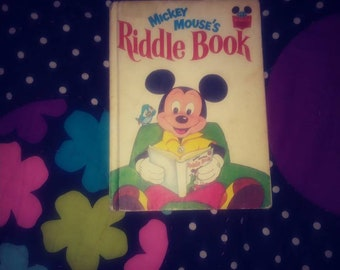 vintage entertainment Choose a Mickey Mouse Vintage book Mickeys little helpers 1983  or Mickey Mouses riddle book 1972 disney