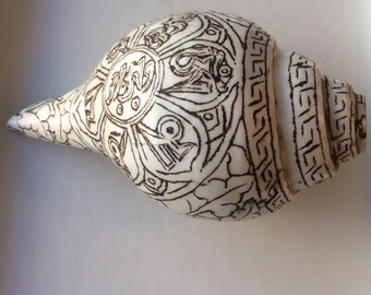 "Real conch shell Tibetan ""ritual trumpet"", beautifully etched 22 x 10 cm, Buddhist auspicious signs, RARE and UNIQUE!"