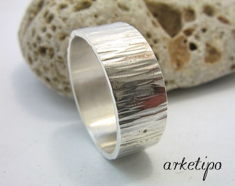 Personalized hammered sterling silver Ring / Wedding Band - Men's / Women's Sterling silver Ring.. Wedding Band..