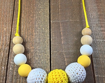 Crochet teething necklace, silicone teething necklace, nursing necklace, breastfeeding necklace, baby nursing necklace