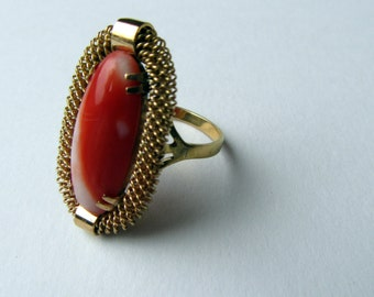 Exqisite Gold and Coral Ring.