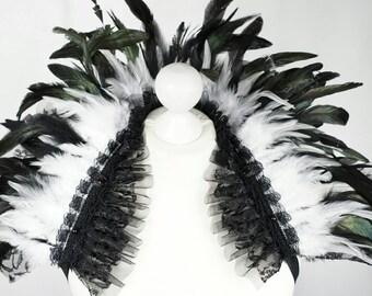 Black White feather shouldercollar with lace and tulle and  pearls, Schwarz weisser Federn Kragen mit Spitze & Tüll + Perlen
