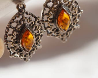 Gorgeous and very bohemian vintage sterling silver Amber drop earirngs