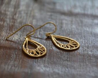 Gold paisley teardrop earrings, delicate gold earrings, gold teardrop earrings, gold dangle earrings, bridal drop earrings, gift for her