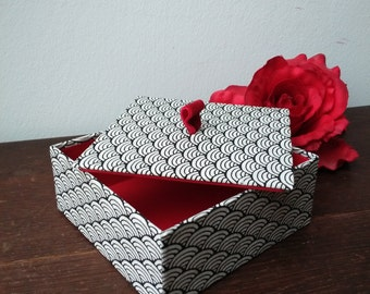 Jewellery Box, Gift Box, Treasure box, small casket with lid, black white, red velvet