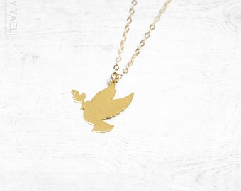 Bird necklace, dove necklace, animal necklace, gold necklace, dainty charm, everyday  necklace, delicate pendant, gift for her.
