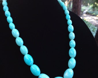 Beautiful Vintage Graduated Marbled Lucite Necklace In A Robin's Egg Blue ~ Light Teal ~ Mint Green