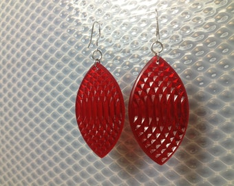 Oval earrings in clear red
