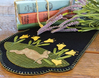 Spring Rabbit Wool Applique Table Runner Pattern #PRI 525 - Daffodil Dance