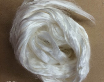 Cultivated Silk / Bombyx Silk / Mulberry Silk / Silk Fiber / Spinning / Dyeing / Felting / Ashland Bay / Natural / 1/2 Oz / Silk Roving