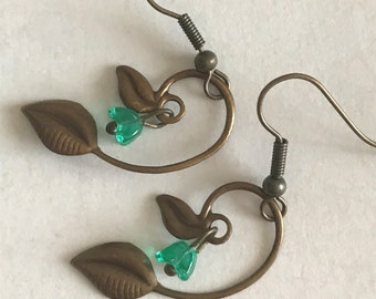Leaf Earrings-Green Flower Earrings-Green Dangle Earrings-Vintage Style Earrings-Nature Inspired Earrings-Handmade Earrings-Jewelry Gifts