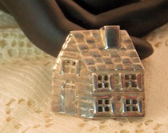 Danecraft Cabin Pin