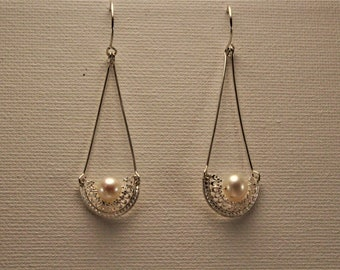 treasure boat.  affordable sterling silver and A grade pearl earring perfect gift for love one
