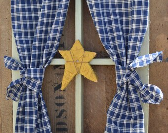 Country Window Frame Wall Hanging with Rag Star