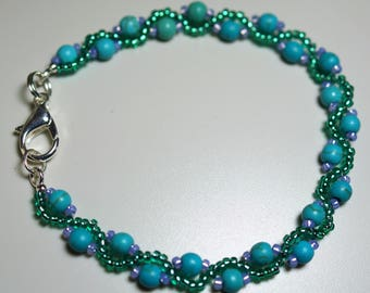 Pretty, Delicate, Twisted Snake Design Bracelet
