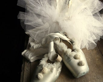 silver grey vintage shabby ballet pointe shoes