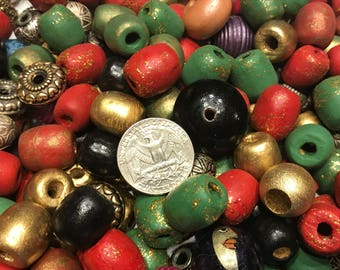 large amount of different size matirial beads, 1 /2 - 2 inch (BR220)