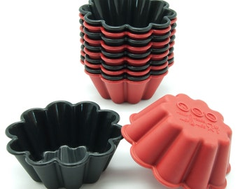 Freshware CB-305RB 12-Pack Pure Silicone Flower Shaped Reusable Cupcake and Muffin Baking Cups, Black and Red Colors, BPA Free