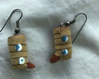 Vintage Native American made Western Dangle Pierced Earrings Knee High Moccasins