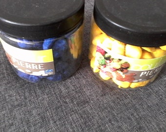 set of 2 jars (1520 grams in total) of colorful pebbles: yellow and blue 12 * 20 mm