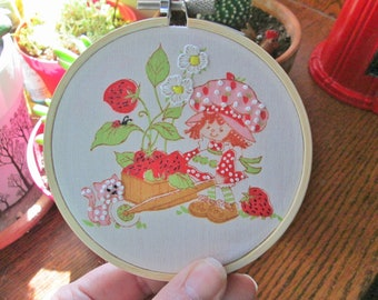 Vintage Strawberry Shortcake Embroidery Hoop Art - Upcycled Retro Strawberry Shortcake Wall Hanging - Cartoon Art Home Decor Gift