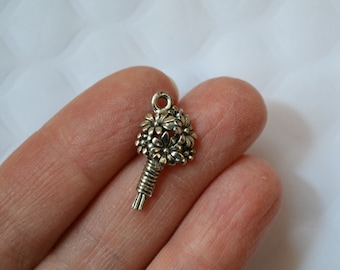 10 Pewter Bouquet Charms. Antique Silver Tone Charms. Flower Pewter Charms. Flower Charms. USA Made Charms.  21mm x 11mm.
