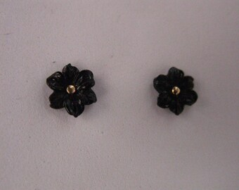 Onyx carved flower earrings 8mm gold 18 Kt . Snap 18kt gold .