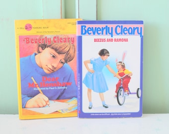Vintage BEVERLY CLEARY Book Set of 2....instant collection. 1980s books. kids. children. teens. fiction. ramona and beezus. dear mr henshaw