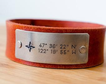 Manchette Date personnalisée avec boussole et Latitude et Longitude de votre endroit spécial