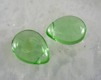 12x16mm  Light Peridot Green  smooth Teardrop czech glass Briolettes - 6 Beads GT 635