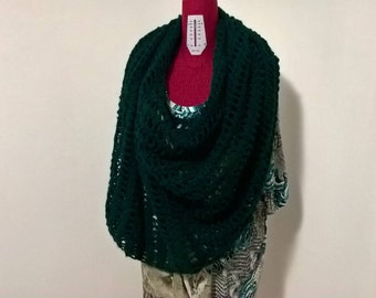 Poncho , poncho di lana , poncho all'uncinetto , fatto a mano , pezzo unico , modello esclusivo , poncho donna, moda inverno ,