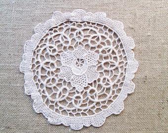 Vintage Needle Lace Doily Off White Ivory Doilies Antique Table Linens Vanity Shabby Cottage Chic Decor Needlelace Vintage Linens