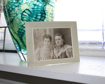 Antique Photograph Victorian Sisters 1800s Cabinet Card Women