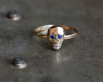 Antique 1810s Georgian memento mori skull ring with sapphire eyes and enamel teeth