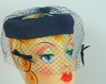 Vintage 1950's 1960's Navy Blue Hat with Veil Jackie O Fascinator Netting in very good vintage condition