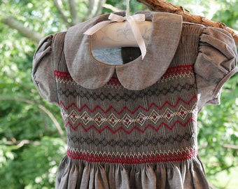 Dress GENNA smocked cotton girl, puffed sleeves with red embroidery handmade, ribbons to tie in the back.