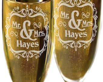 Mr & Mrs Toasting Set of 2 with Last Name Champagne Glasses Bride Groom Wedding Decor Gift Wedding Champagne Flutes Favor for Newlyweds
