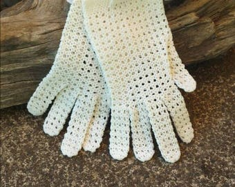 White crochet gloves/wedding gloves/vintage gloves/white vintage gloves/60's gloves/white 60's gloves/crochet wedding gloves