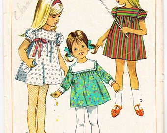 Vintage 1967 Simplicity 7516 Sewing Pattern Child's, Girls' Dress Size 5