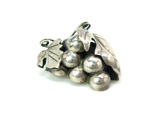 Vintage Taxco Mexico Sterling Silver Grapes Fruit Brooch. 1950s Mexican Jewelry