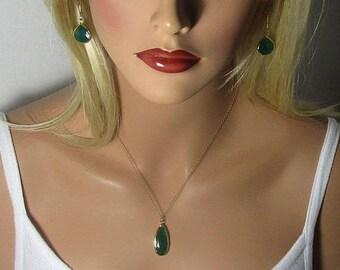 Onyx vert collier, Collier goutte, pendentif en Onyx, Double faces, longues gouttes, perles en forme de larme, Pierre à facettes, or, argent