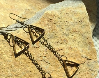 Triangle drop earrjgs