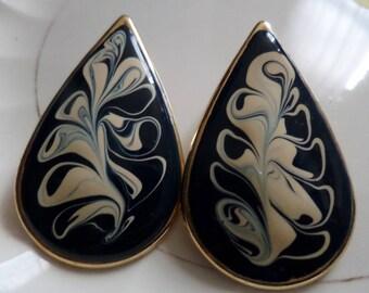 Vintage 1980s teardrop shaped earrings