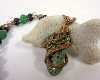 Necklace - Green and Black Dalmatian Stone, Copper Wire Weave Pendant, Emerald Green Agate and Black Onyx Beads, Hammered Copper Links Chain