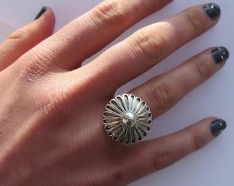 Daisy Silver Ring, Flower Daisy Silver, Daisy Ring, Size 7 Ring Silver, Flower Ring Silver, Daisy Flower Ring, Sterling Silver Ring
