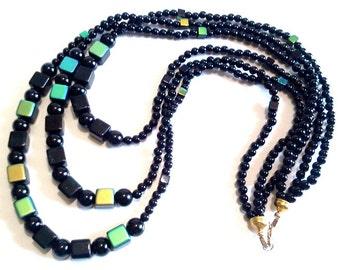 Collier de perles Onyx noir, collier multi-rangs Bohème, bijoux d'Art portable, métalliques colorées en verre perles Cubes, bijou