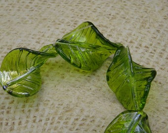 """5 large glass shape beads """"leaf"""" twisted craft green 33mm"""